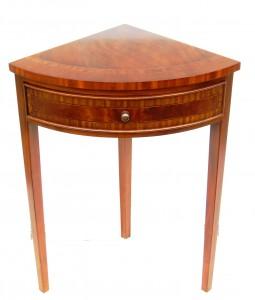 Victoria Corner Table VCT4