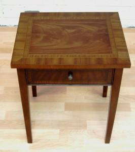 Victoria Lamp Table